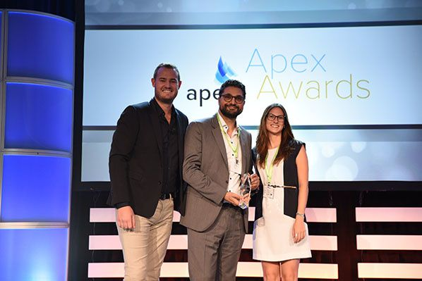 Dominique El Bez and Gisela Pesarrodona, SITAONAIR, pictured receiving the Best Personalization Innovation Award at the APEX EXPO Awards 2017