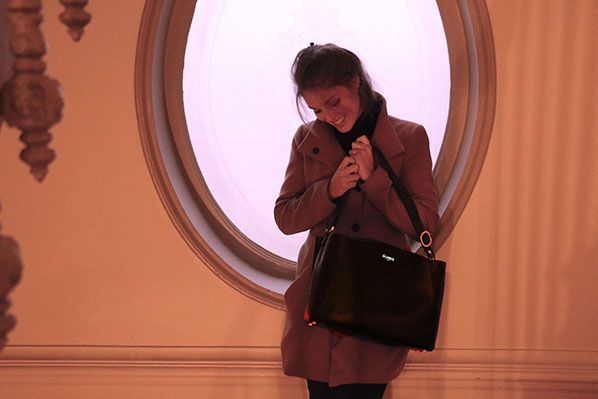 luco shooting femme elegance luxe sac maroquinerie ecorce paris