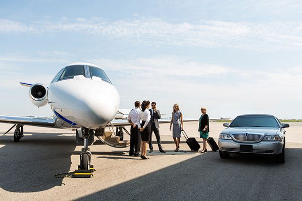Business people with pilot and airhostess standing near private jet and limo at terminal Tyler Olson - Fotolia