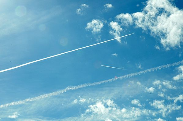 ciel nuage trainee blanche avion