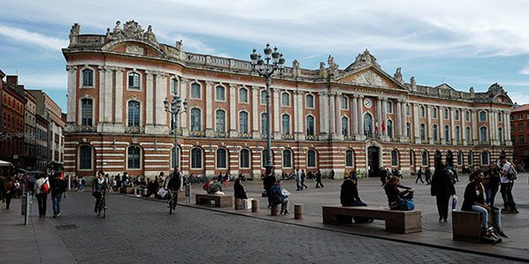 toulouse place capitole hotel ville occitanie pyrenees mediterranee