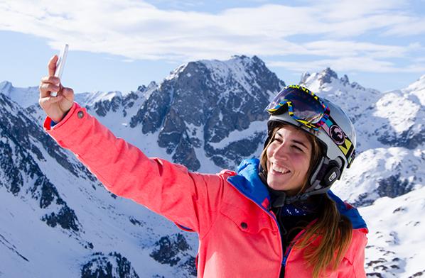 skieuse sourire pyrenees - copyright Antoine Garcia