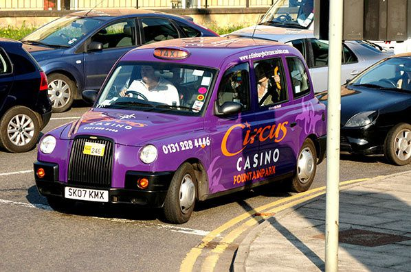 taxi violet edimburgh ecosse