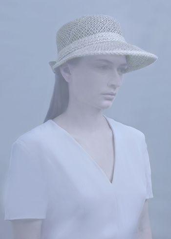 jeune femme au chapeau de paille