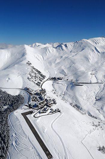 L'Altiport 007 sous la neige peyragudes
