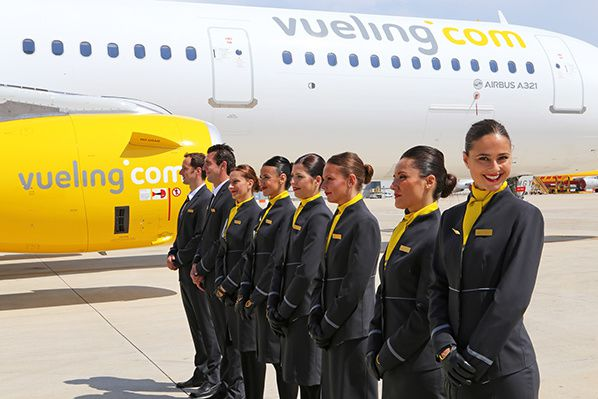 vueling airbus a321 pnc hotesses sourire