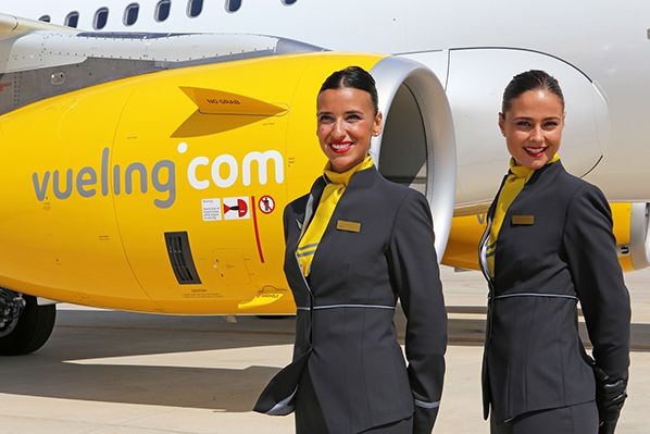 vueling a321 airbus pnc sourire hotesse