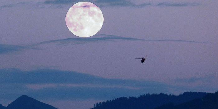 Habillé de savoirs ultimes, lacunaires ... /... Le firmament offert aux étreintes lunaires ...