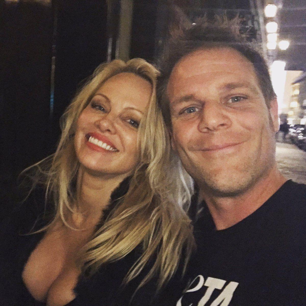Pamela Anderson: bientôt derrière des barreaux...Pour la bonne cause !