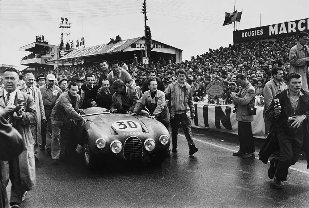 Arrivée des 24 Heures du Mans, 13juin 1954.