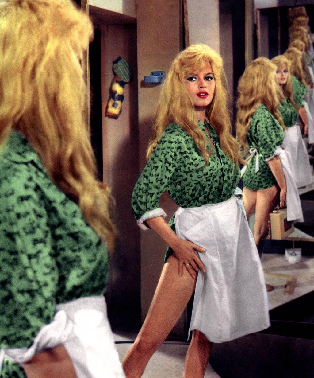 """1 ) Brigitte Bardot 2) Laurent Vergez et Brigitte Bardot en 1972 3) Brigitte Bardot dans """"Viva Maria!"""" en 1965 4) Brigitte Bardot et Lino Ventura dans """"Boulevard du Rhum"""" en 1971 5) Brigitte Bardot dans """"Une parisienne"""" en 1957 6) Brigitte Bardot dans """"Le trou normand"""" en 1952"""