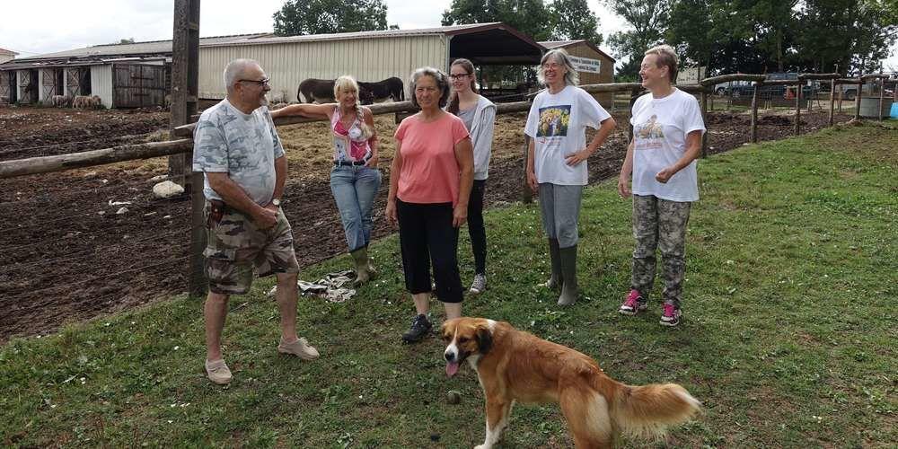 Les bénévoles s'affairent autour des 150 animaux pour faire découvrir le site, ses animaux et leurs histoires ce 15 août, à partir de 10 heure