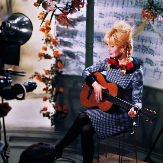 Brigitte Bardot : L'histoire d'une chanson : Leçon de guitare