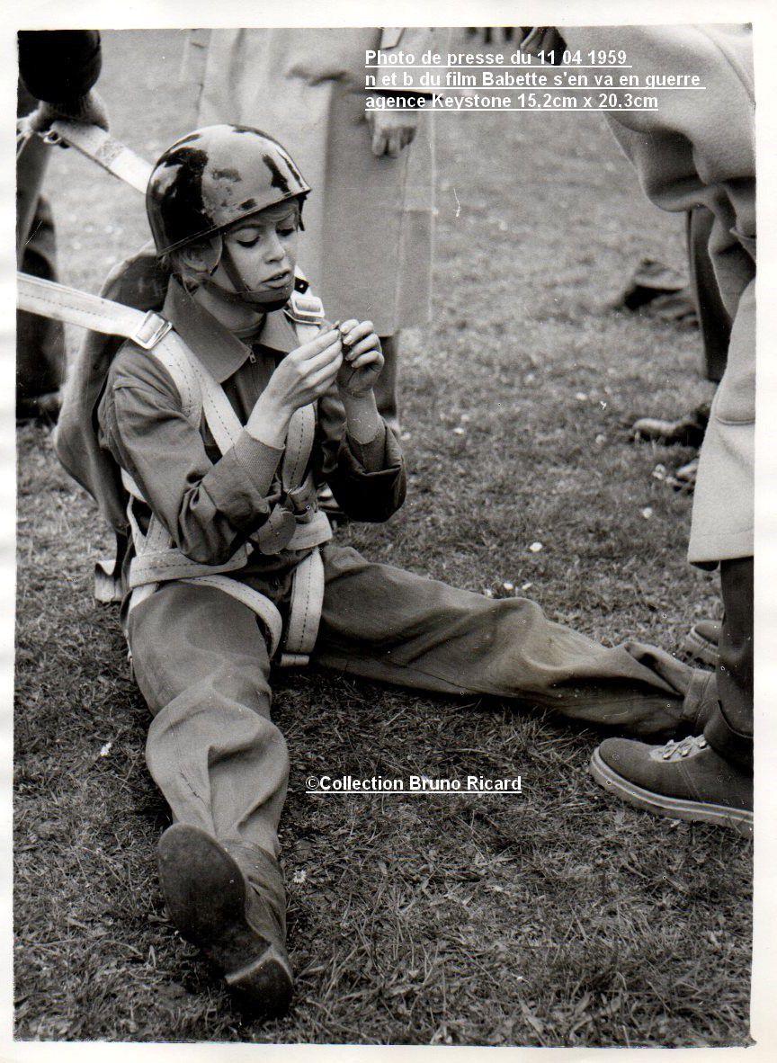 Photo de presse du 11 04 1959 n et b du film Babette s'en va en guerre agence Keystone 15,2cm x 20,3cm