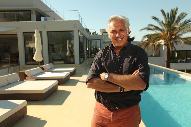 Durant 4 numéros en août, La Maison France 5 à Ibiza.