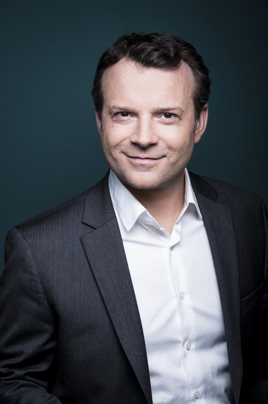 France 5 : Record hebdomadaire pour C à dire ?! présenté par Axel de Tarlé.