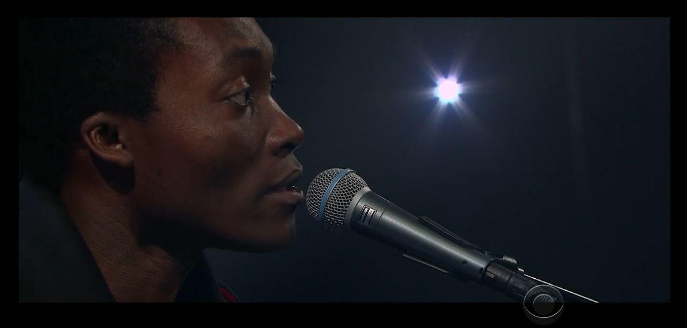 Le (bon) live de Benjamin Clementine dans le talk de James Corden.
