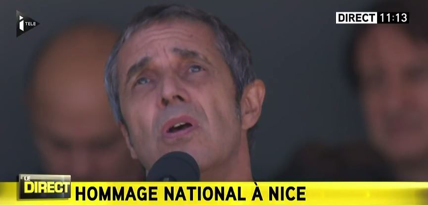 """Hommage National aux victimes de Nice : """"Je veux être utile"""" par Julien Clerc (vidéo)."""