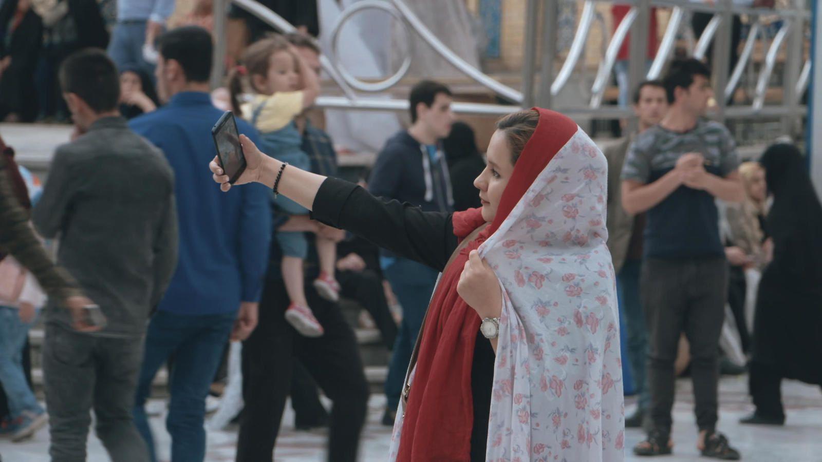 Document inédit ce soir sur France 5 : Iran, le réveil d'un géant (Extrait).