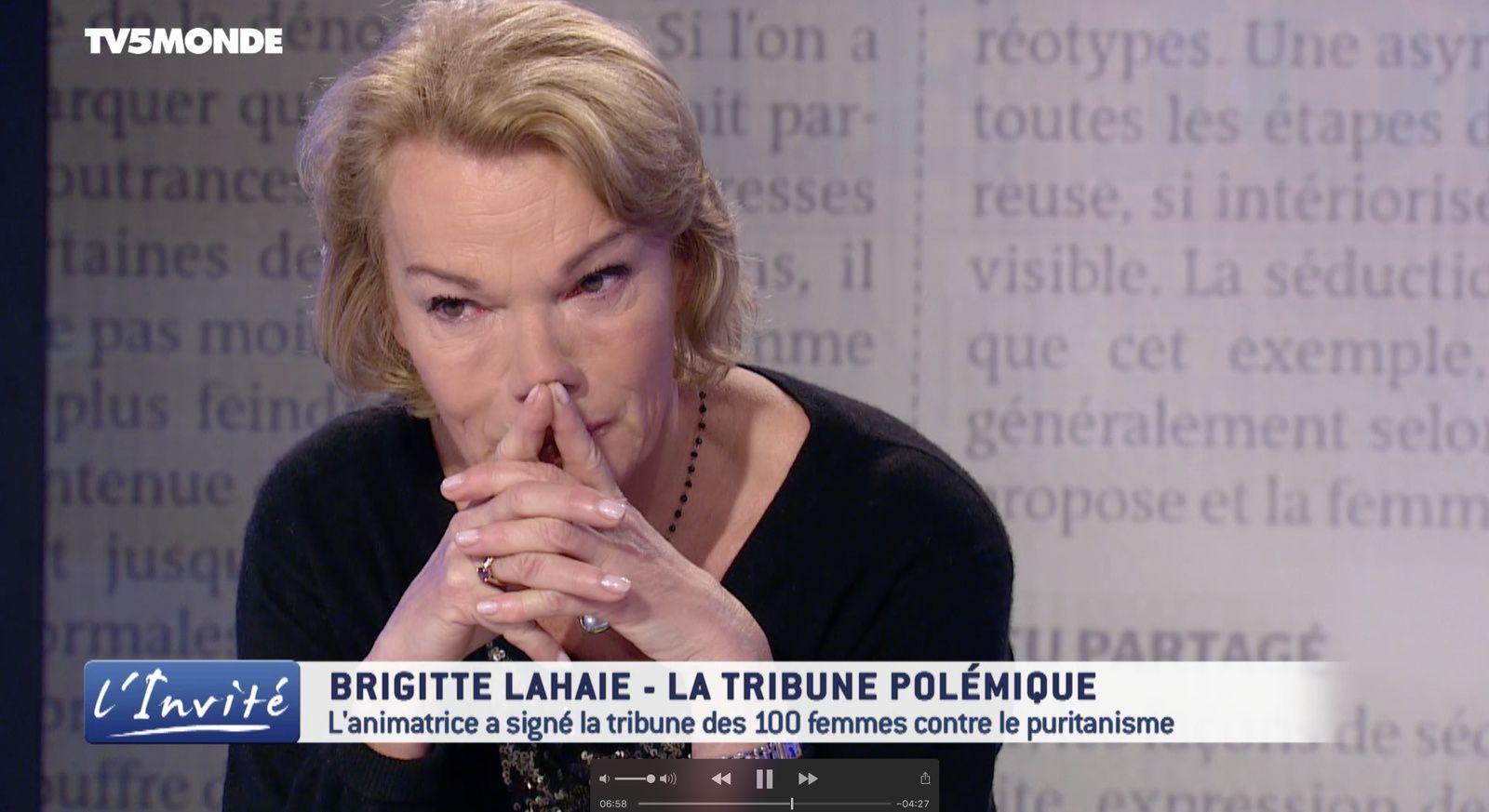 Brigitte Lahaie en pleurs sur le plateau de l'émission L'invité, sur TV5Monde.