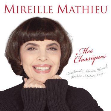 Mireille Mathieu juge que Cyril Hanouna est un vrai chef qui aime son équipe et défend ses chroniqueurs.