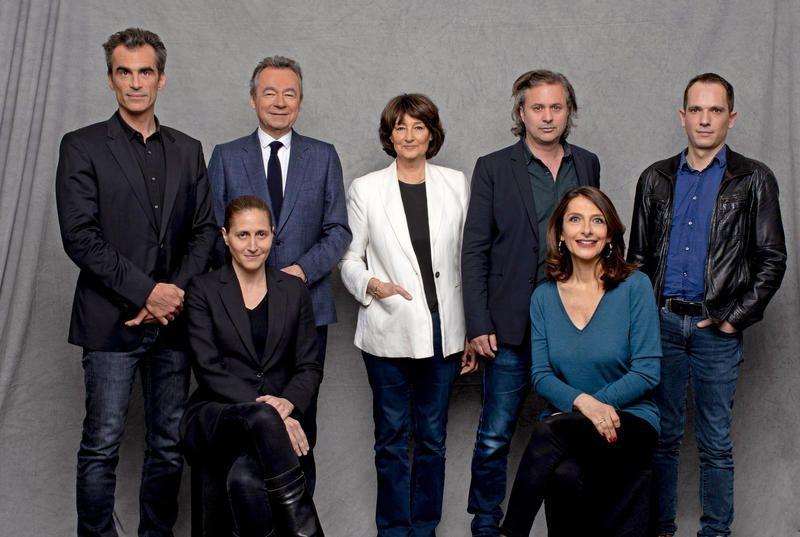 Les participants au numéro de Profession : Philosophe, avec Michel Denisot le 12 juin sur Canal+.