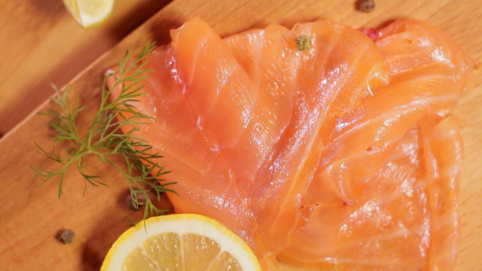 Le saumon, faut-il s'en méfier pour notre santé ? Enquête diffusée ce dimanche sur France 5.