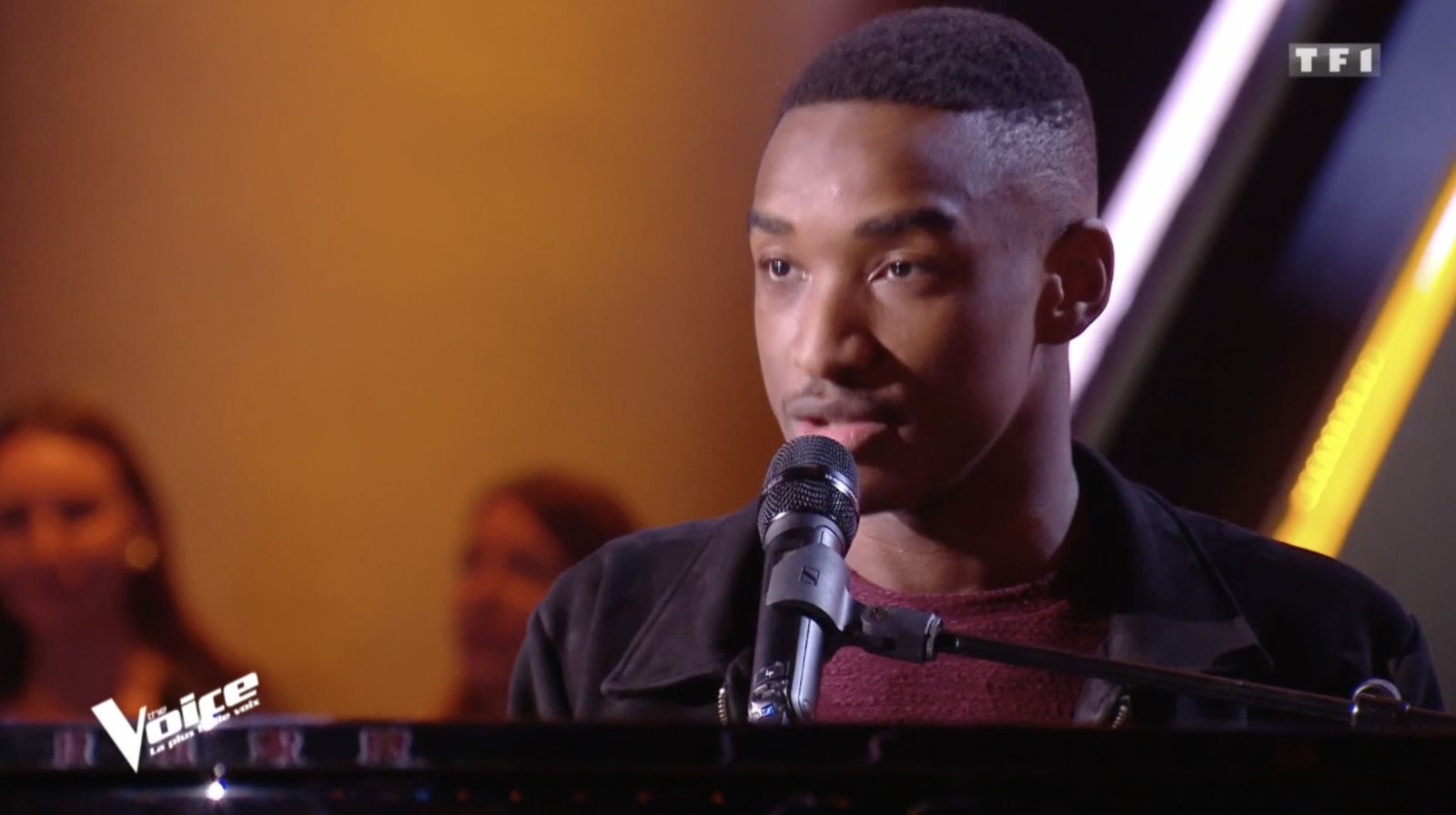 Auditions de The Voice : Abi enthousiasme les coachs avec sa reprise de Lovely (Vidéo).