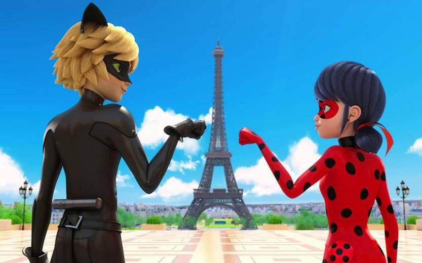 Héros de la série animée Miraculous, Ladybug et Chat Noir expliquent les gestes barrières aux enfants.