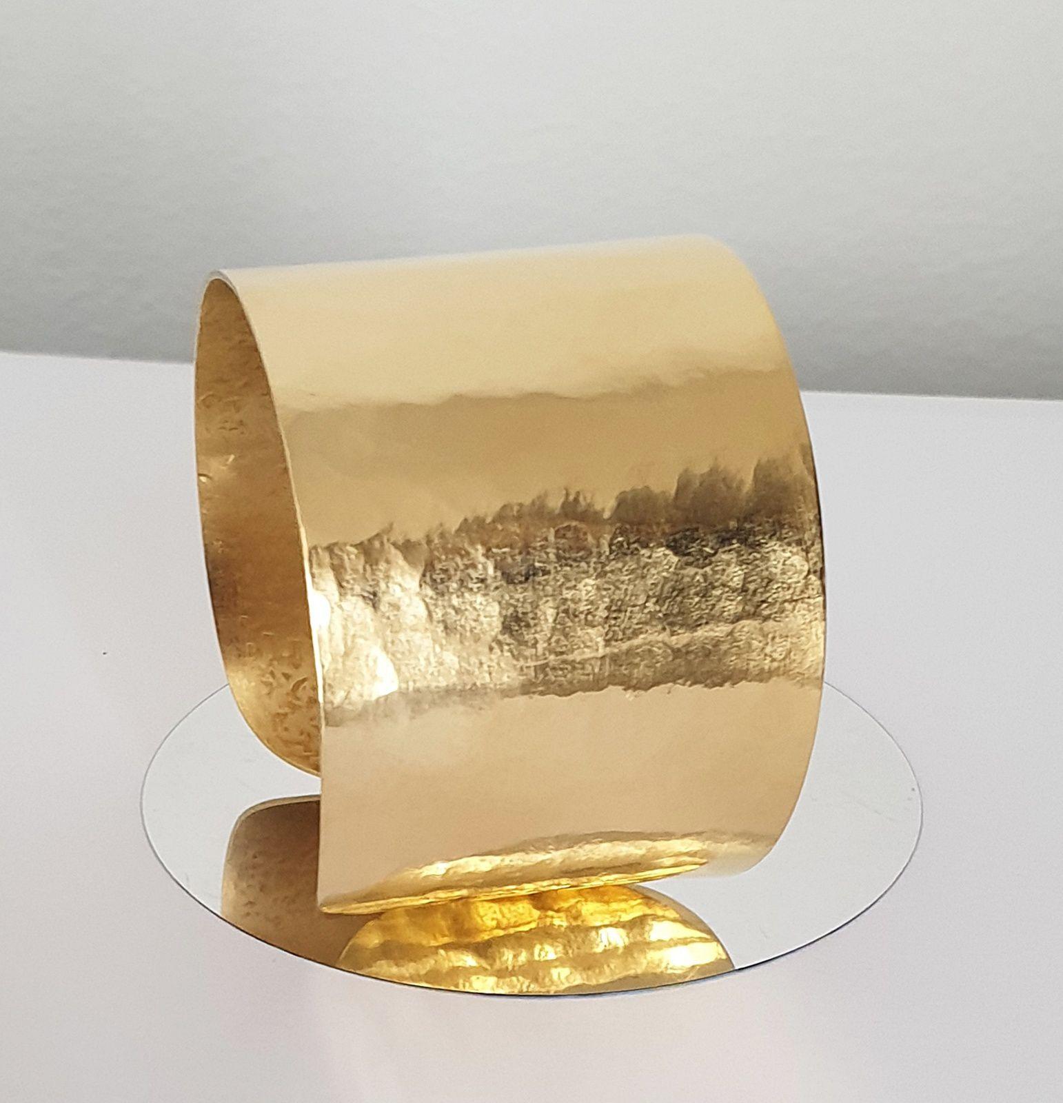 Bracelets manchettes dorées