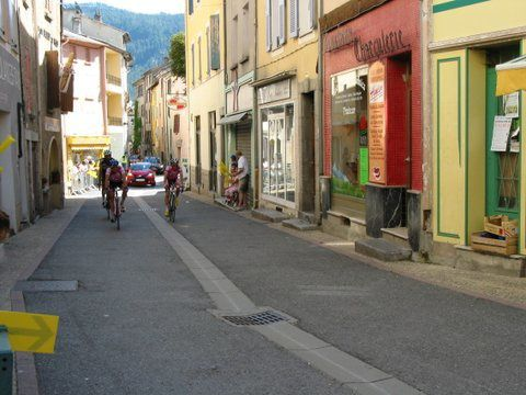 Tour de haute Provence dans les rue de St André les Alpes