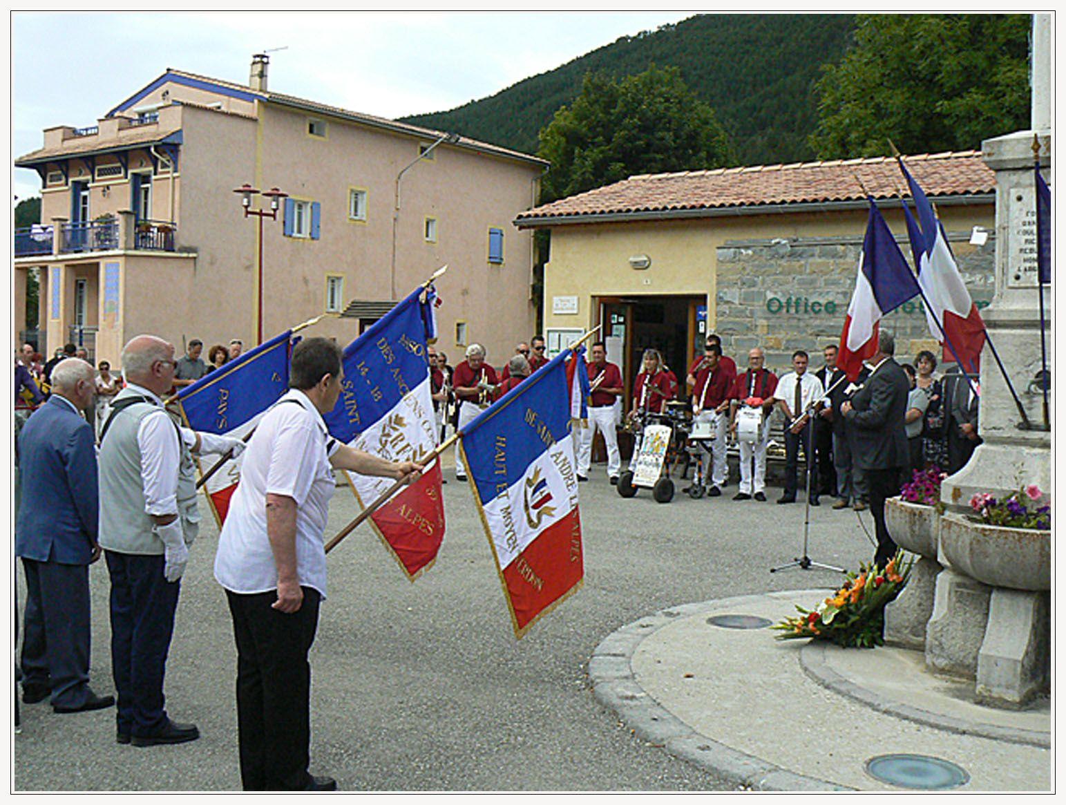 Vidéo  du discours et dépôt de gerbes St André les Alpes