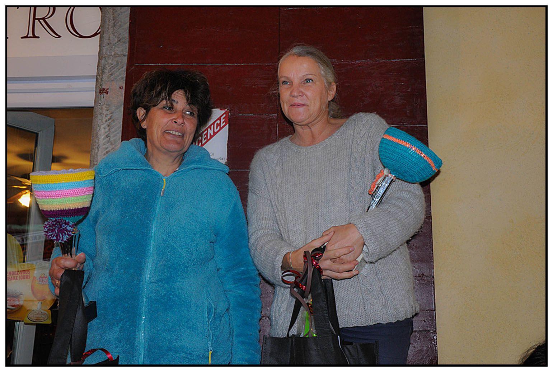 La fête de la laine , concours de tricot , lauréates de St André les Alpes