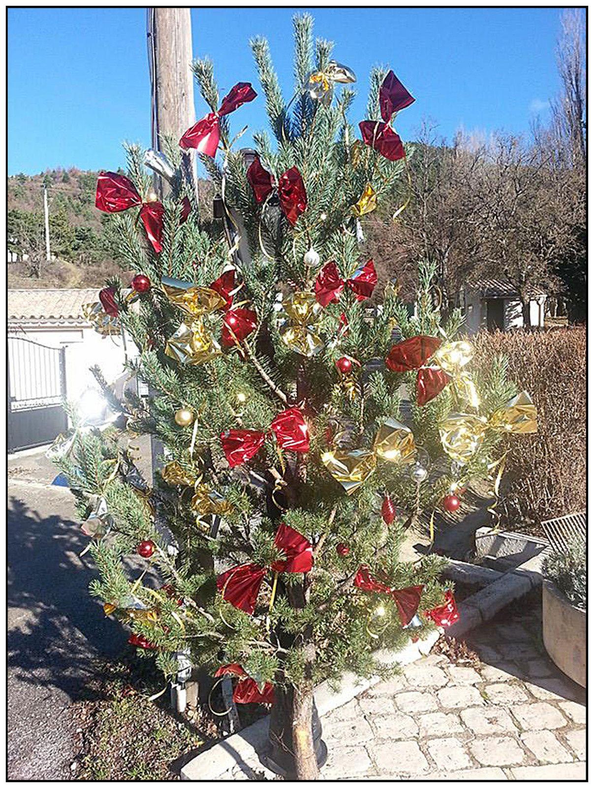 Peyroules , les décorations de Noël sont arrivées