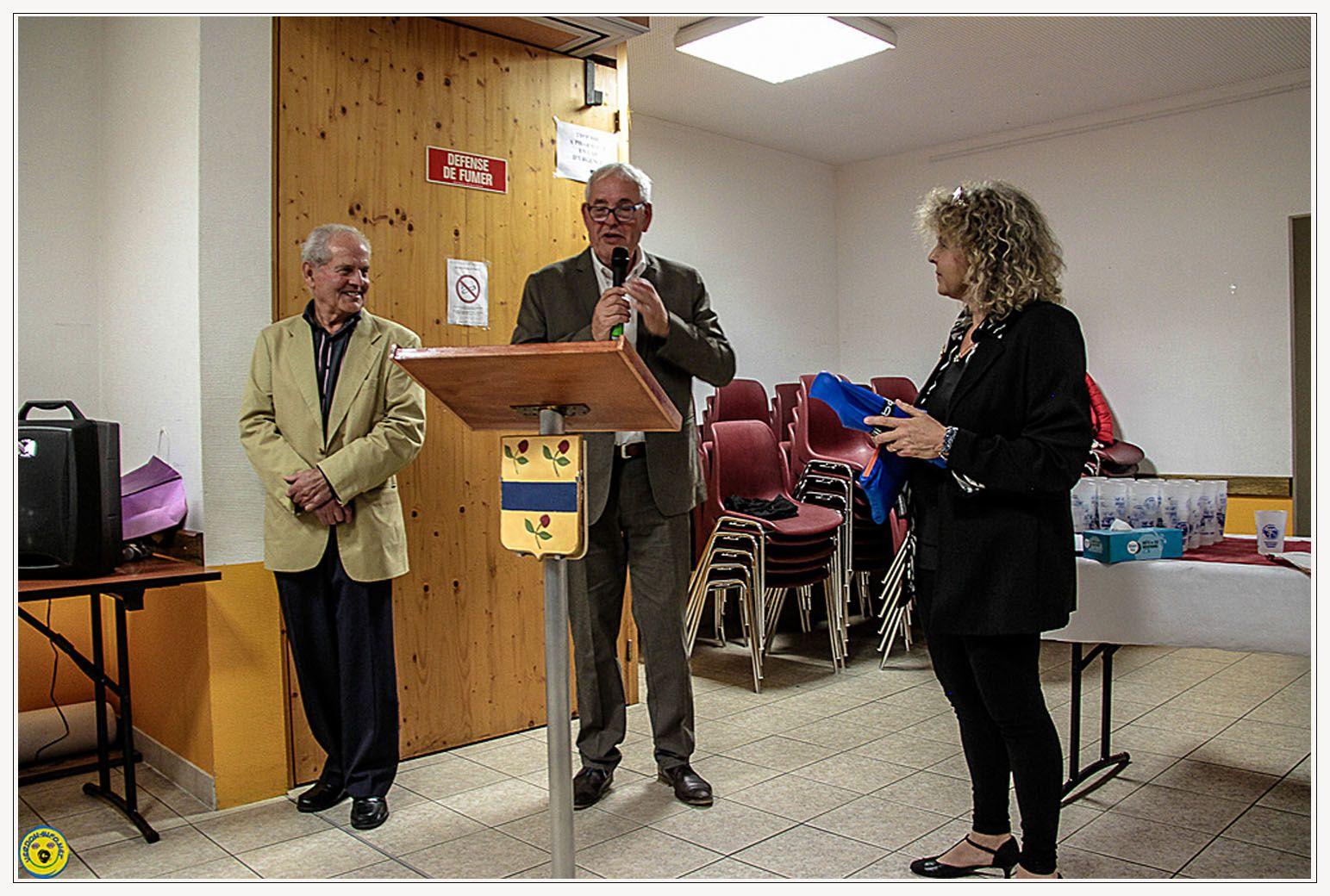 Mme Barbé , secrétaire de mairie prend sa retraite , octobre 2015