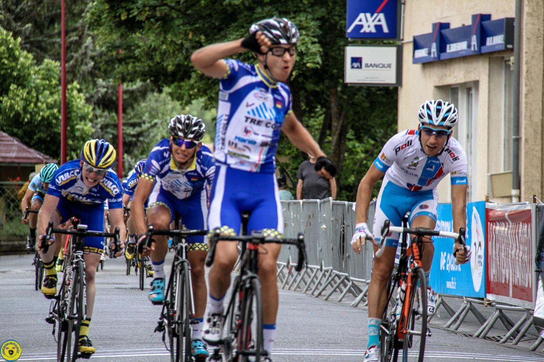 Le tour de Haute Provence est arrivé à St André les Alpes pour la première étape