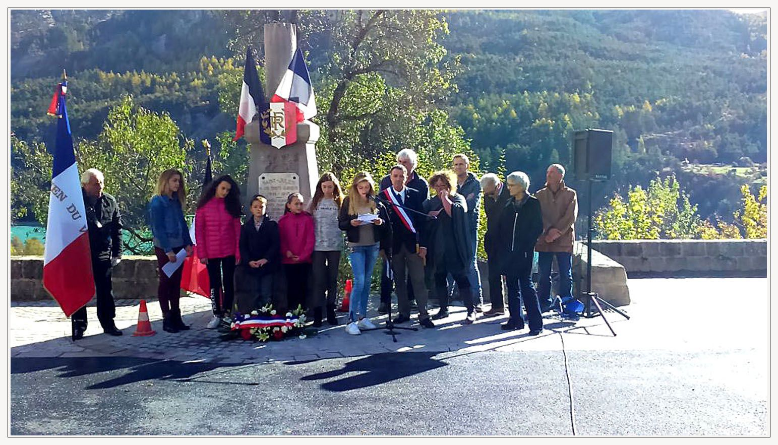 SAINT JULIEN DU VERDON  LE 11 NOVEMBRE DIGNEMENT COMMEMORE
