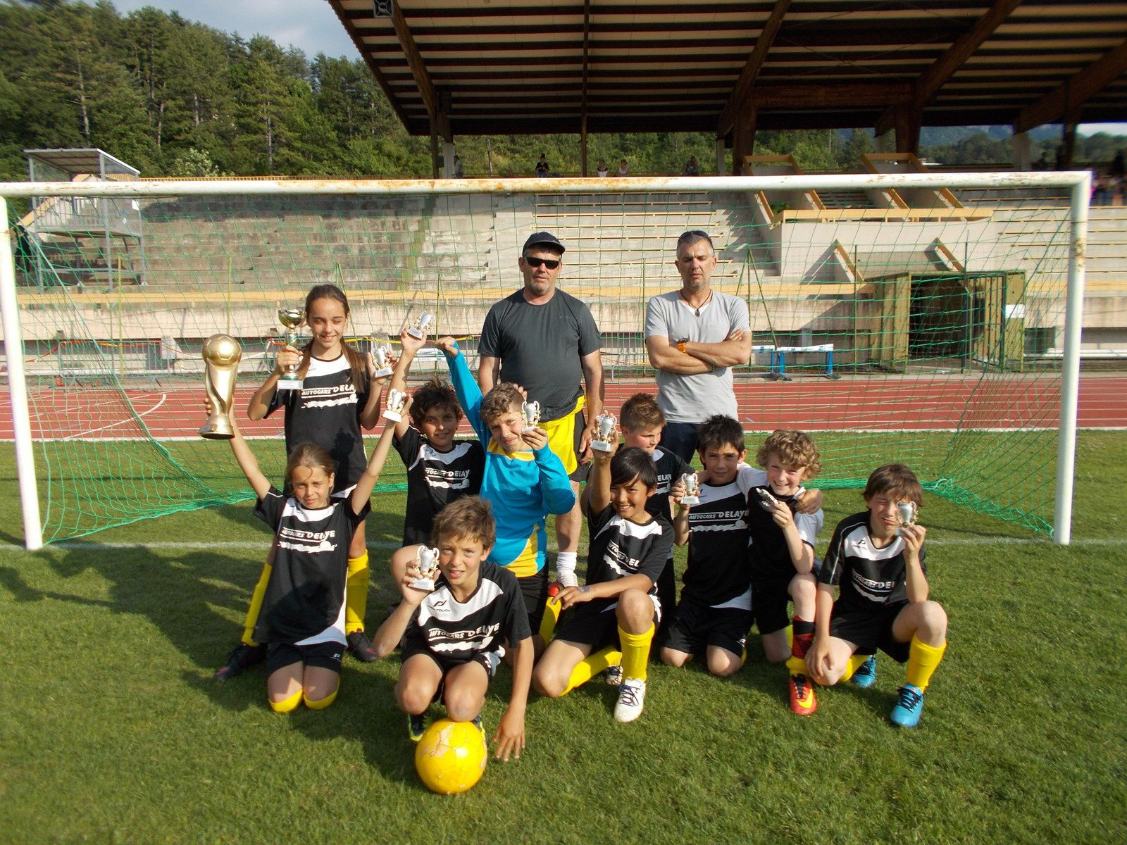 Les jeunes Footballeurs de Barrême et alentour  au  Tournoi de foot à Digne