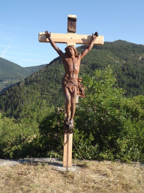 Barrême Saint Jean la croix du Christ a fait peau neuve