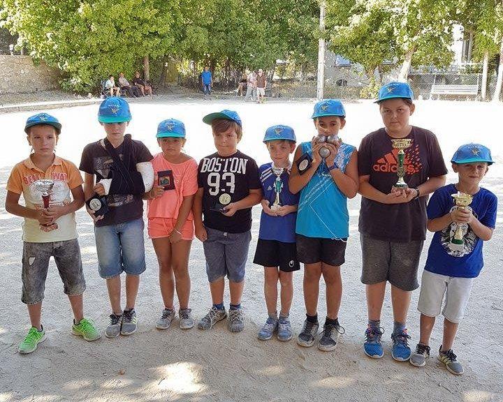 St André les Alpes  : concours pour les enfants à la fête patronale Hugo et Matéo les plus agiles