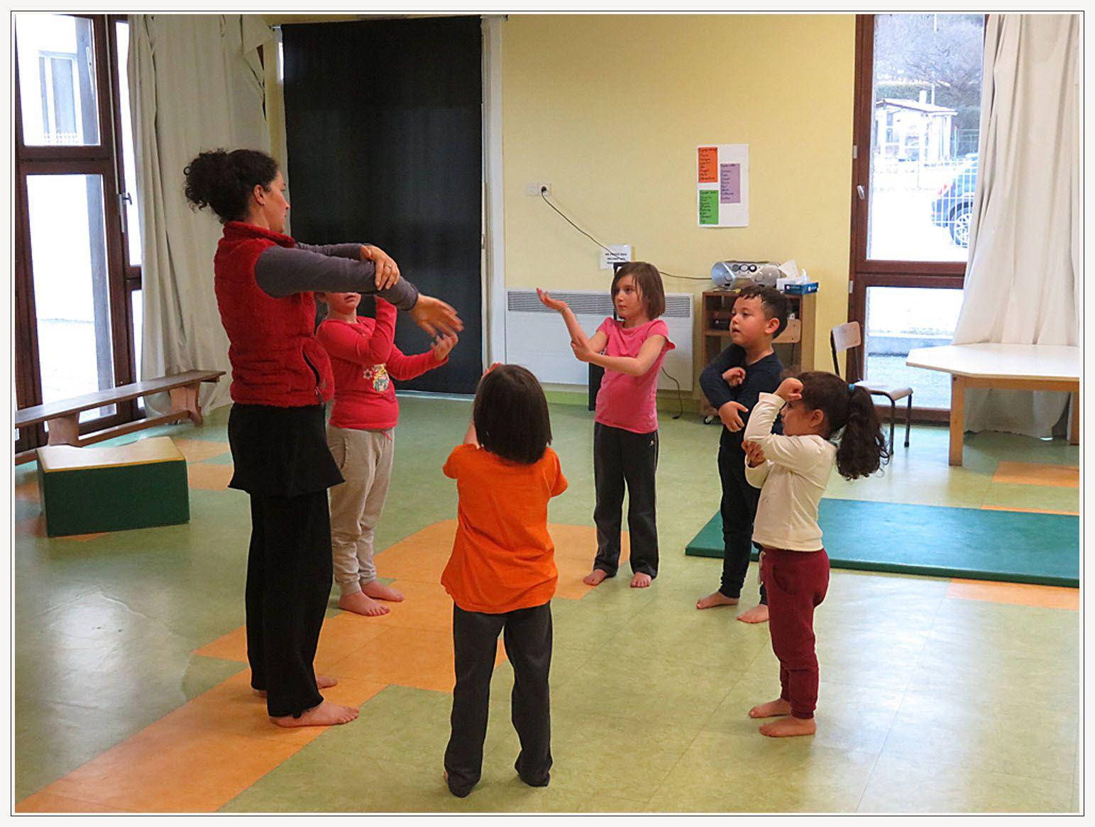 Saint André les Alpes : A la baby gym, les bébés jouent