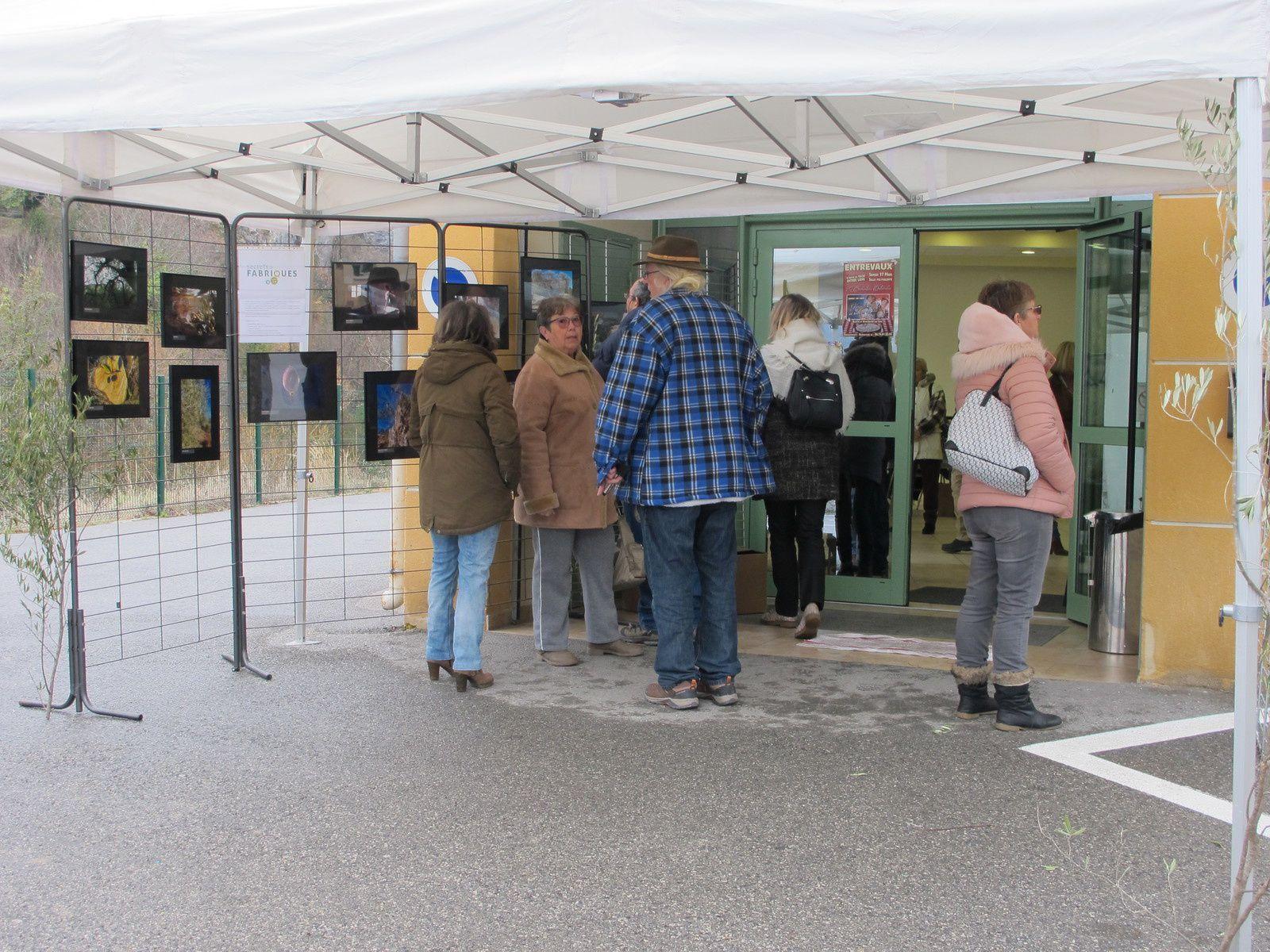 """Exposition du concours photo """"l'olive dans tous ses états"""" à Entrevaux, remise des prix ..."""