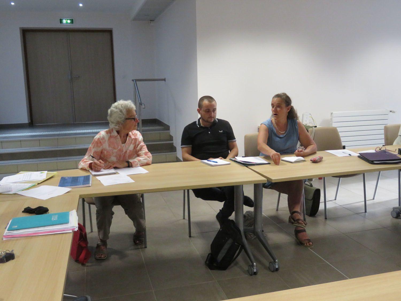Le conseil Municipal de St André les Alpes a accueilli Mme HUBER et M. GENY du SYDEVOM qui envisagent de créer une antenne sur le secteur de Saint-André les Alpes. Le Conseil a accepté la proposition pour céder3000 m2 du terrain des Iscles près de la DIR