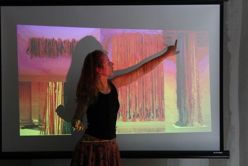 photos de  la designer textile Clémentine Chapon, ainsi que l'atelier teinture végétale et laine avec Magali Bontoux de l'atelier « l'herbier à couleur ».