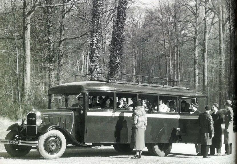 Cet autobus C6 GI 2000kg de 1932 fait partie de la vaste flotte des transports Citroën. Tout le parc, à cette époque, est peint en brun avec, au niveau de la ceinture de caisse, un filet orange. Les Transports Citroën, propriété à 100% de la Société des automobiles Citroën, ont été fondés le 9 novembre 1931 et ils exploitaient encore les lignes au début des années 70.