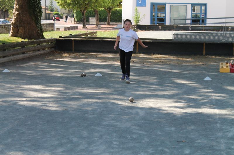 Samantha vient de pointer sa boule