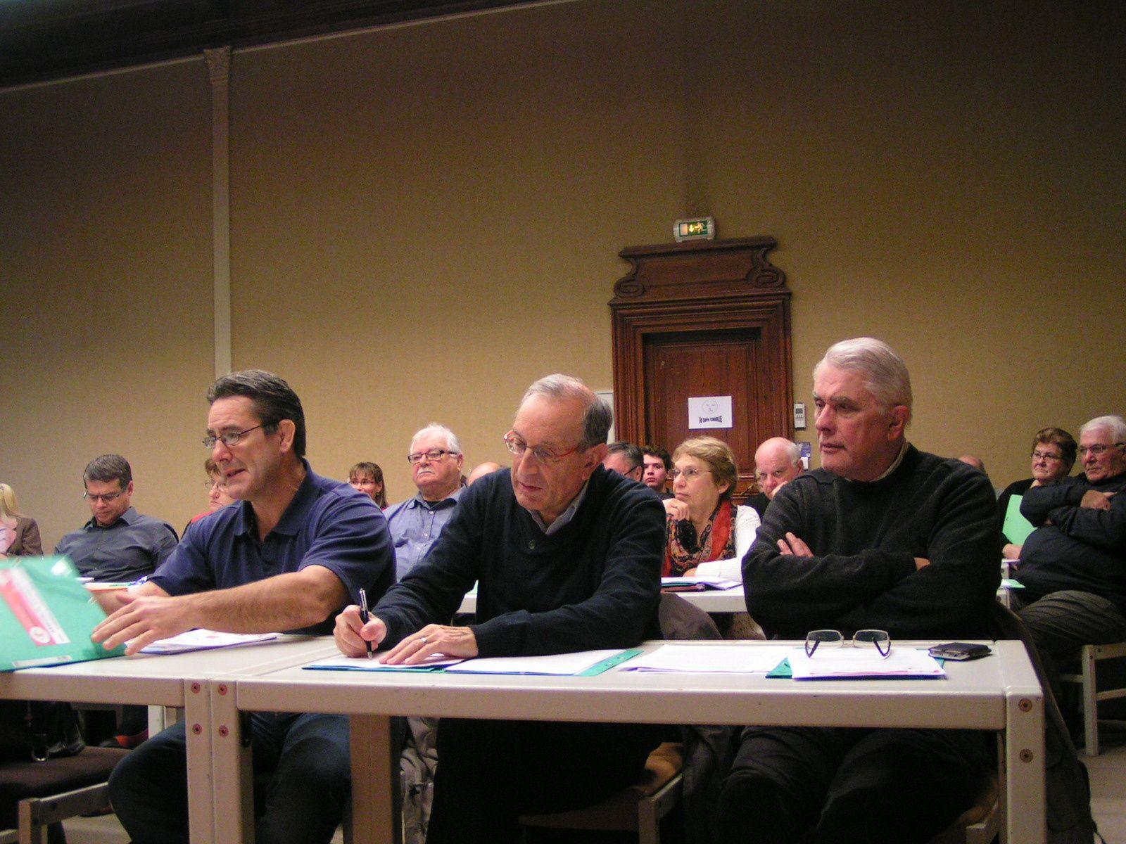 Le Bureau du Comité Régional, Une partie des participants, Les représentants des Institutions et Philippe COQUET, Président de la FFSB