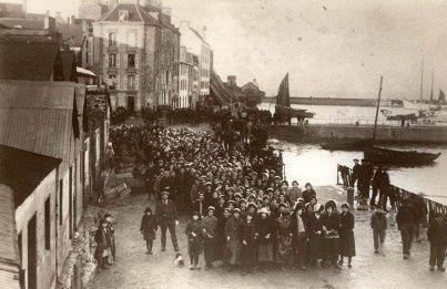 Manifestation dans sardinières les rues de Douarnenez
