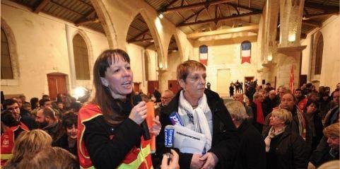 Carine Dufourg (CGT) et Sylvie Geffré (SUD) s'expriment après des élus. © XAVIER LÉOTY