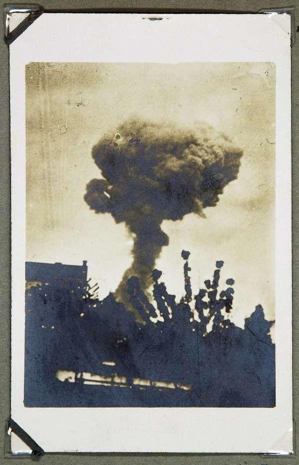 © L'incendie qui précède de quelques minutes l'explosion Crédit photo : Archives municipales de La Rochelle et départementales de la Charente-Maritime
